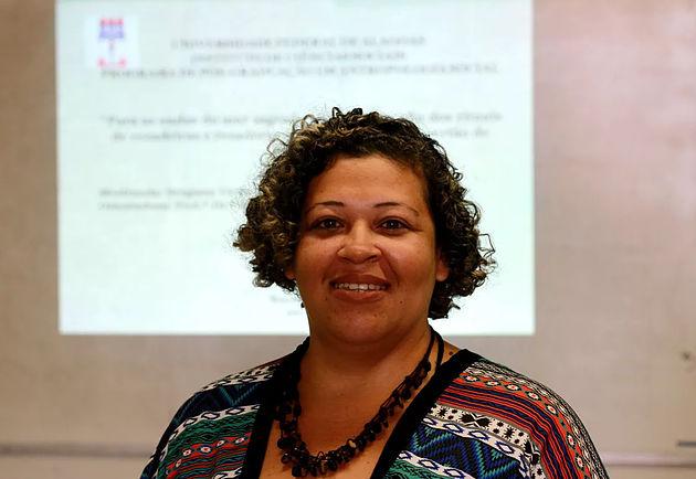 Merendeira de Delmiro Gouveia volta a estudar e conclui mestrado pela Ufal