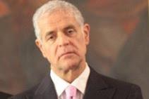 Roberto Formigoni entra nel carcere di Bollate: dopo l'ordine di esecuzione della pena si è costituito. Chiesti i domiciliari