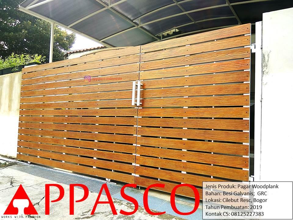 Pagar Woodplank Besi Hollow Galvanis Motif Kayu GRC di Cilebut Residence