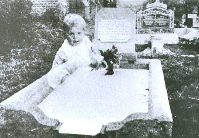 foto penampakan hantu anak kecil paling jelas