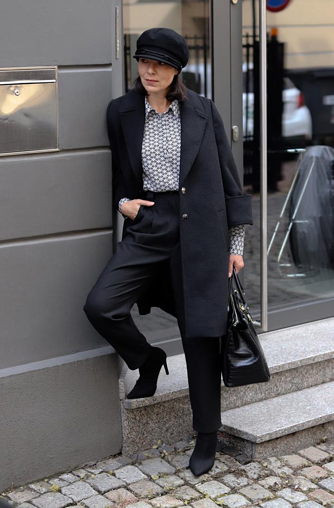 czarny płaszcz stylizacje 2021