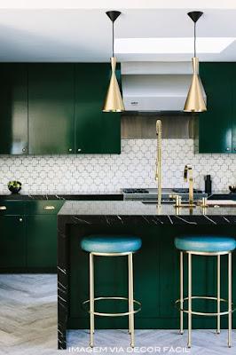 decoração verde e dourado para cozinha