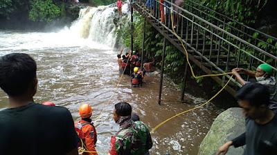 Seorang santri tewas dan satu hilang terseret air bah di air terjun tibu atas