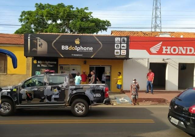 Assalto gera prejuízo de R$ 150 mil a loja de celular na cidade de Altos