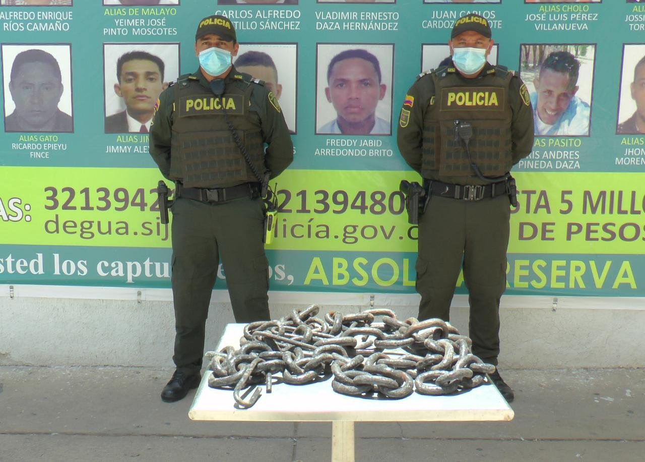 https://www.notasrosas.com/Policía Guajira recupera cadenas por valor de $10 millones, hurtadas a monumento del almirante Padilla, en Riohacha