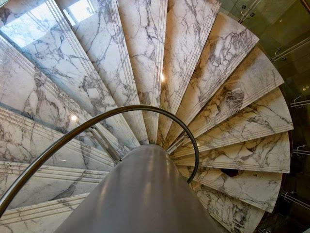 Vệ sinh cầu thang đá marble trắng cần lưu ý gì?