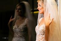 casamento realizado por life eventos especiais na igreja santa teresinha do menino jesus e recepção com projeto de decoração contemporâneo realizado na casa vetro em porto alegre noiva
