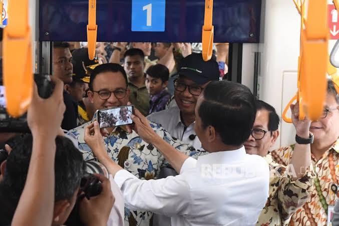 Jokowi Mengaku Pusing Jadi Presiden