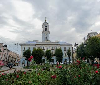 Черновцы. Ратуша. Городская администрация. Центральная площадь, 1