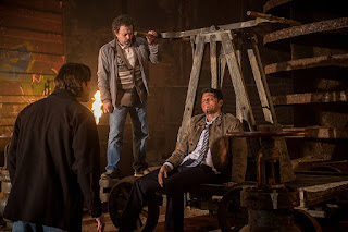 "Jared Padalecki as Sam Winchester, Curtis Armstrong as Metatron, Misha Collins as Castiel in Supernatural 11x21 ""All in the Family"""