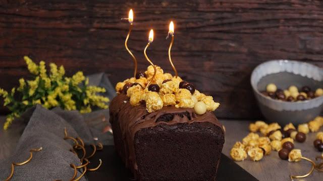Bizcocho de chocolate con palomitas