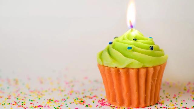 vela cupcake