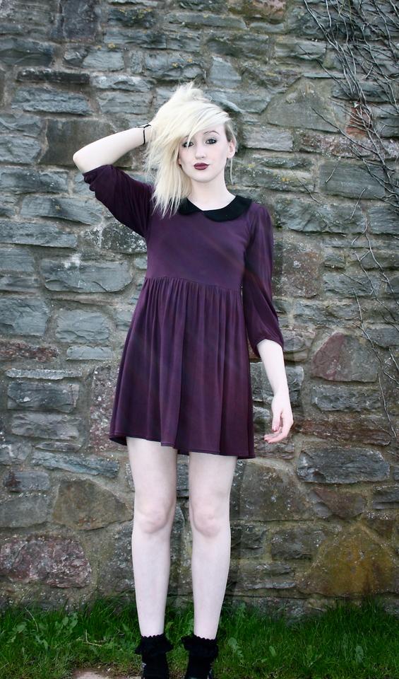 Para as mais estilosas use meias rasgadas e saltos muito altos, eles darão  um estilo mais sensual para seu vestido, acessórios como tiaras e pulseiras  dão ... 3a27797b29