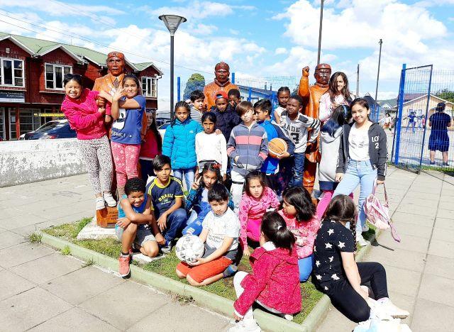Actividades deportivas y recreativas en centros para niñas y niños