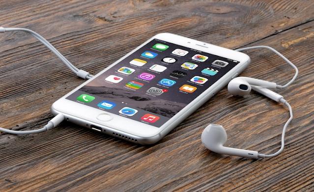 Iphone bỏ hẳn tai nghe và sạc