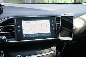 كل ما تريد معرفته عن منصة Android Auto للسيارات من جوجل