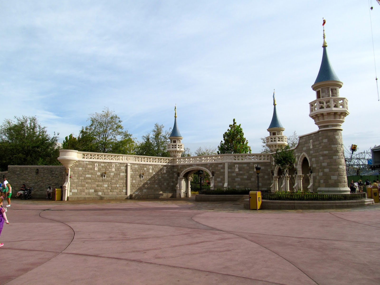 The Entrance to Fantasy Land - www.ouroutdoortravels.blogspot.com