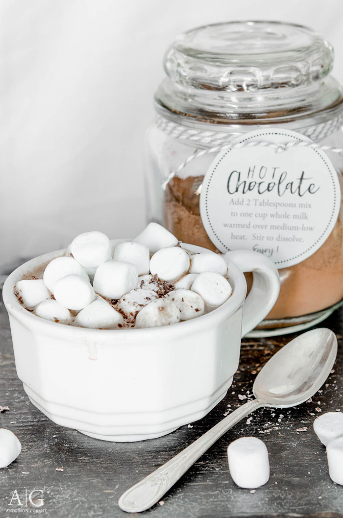 Easy and delicious recipe for homemade hot chocolate mix plus a printable tag.  ||  www.andersonandgrant.com