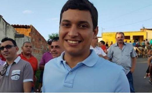 Em Missão Velha, prefeito Diego Feitosa desiste da reeleição e lança Dr. Washington
