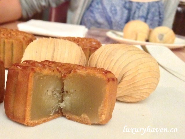 rws pineapple imperial birds nest mooncake