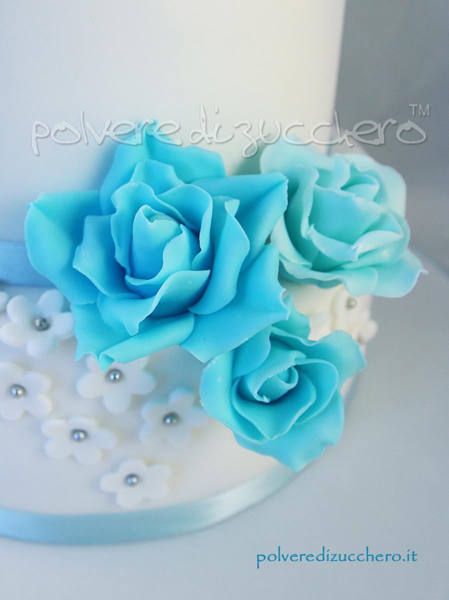 cake design wedding cake torta nuziale rose azzurre fiorellini bianchi torta a piani flower cake rose sky blue daisy polvere di zucchero