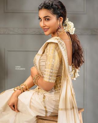Malayalam actress and model Parvathy Nair latest Onam photos in saree