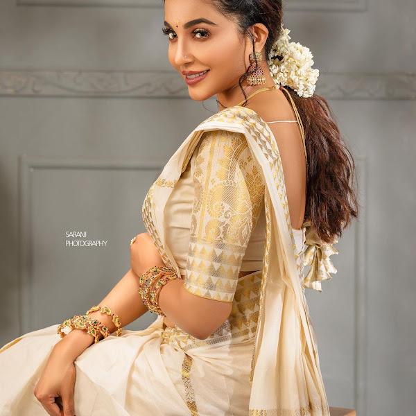 Malayalam actress and model Parvathy Nair latest Onam photos