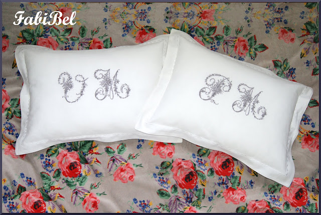 coussin broderie monogramme sur lin blanc