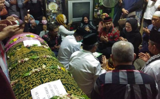 Percaya roh masih ada, anak wakil rakyat Indonesia nikah depan jenazah bapa