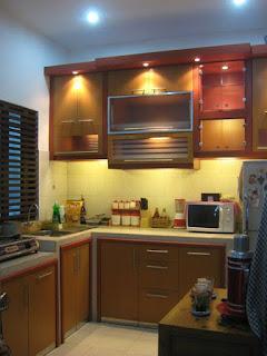 Kitchen Set Menggunakan Bahan Kayu Solid
