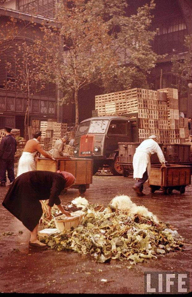 Colour Photos Of The Legendary Parisian Food Market, Les Halles In 1956