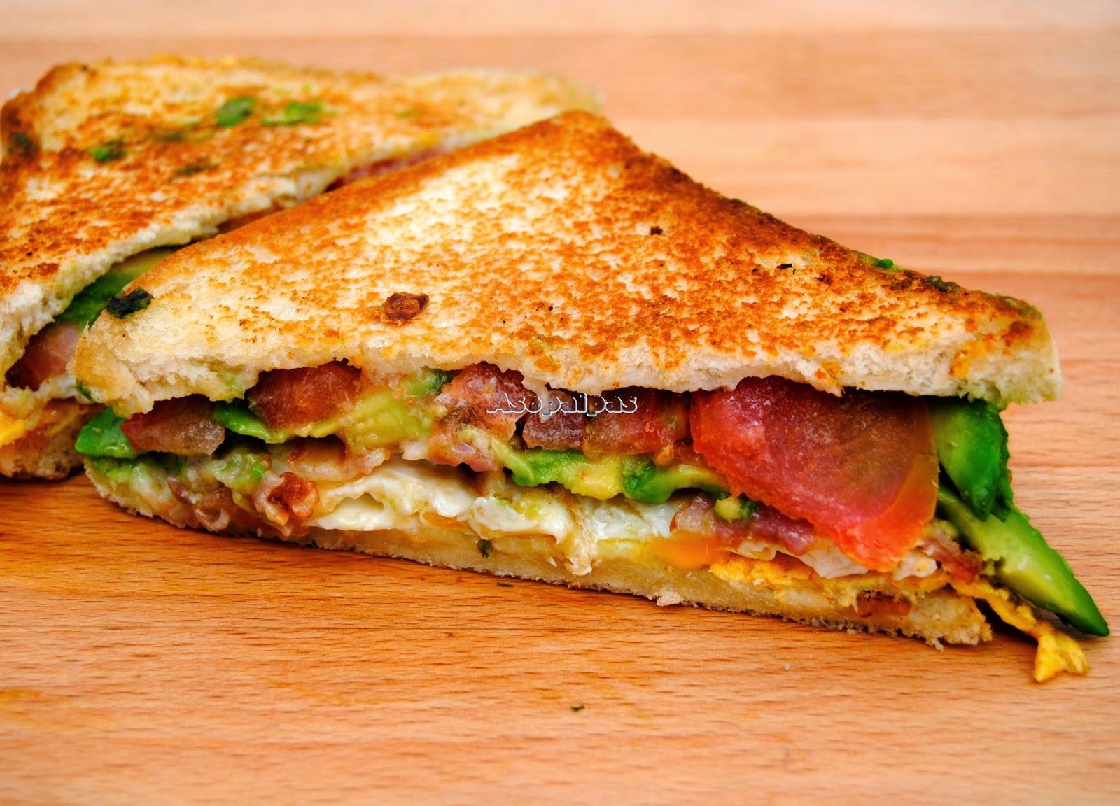 Sándwich de Huevo Frito y Aguacate