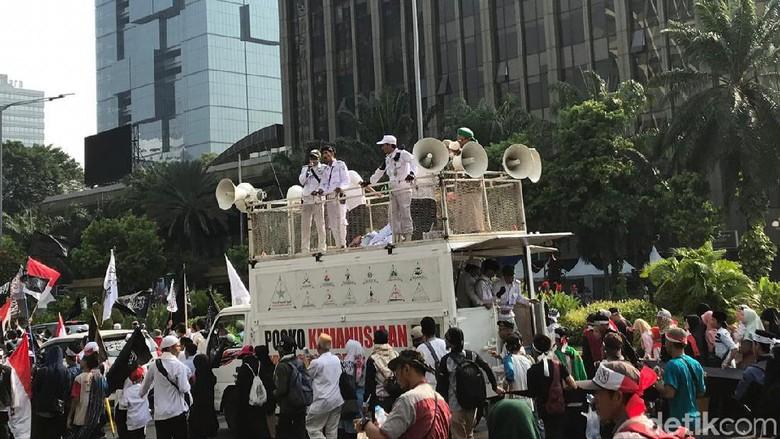 Serukan Takbir dan Sholawat, Massa Aksi Mujahid 212 Bergerak ke Istana