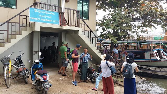 Oficina de venta de tickets en Mandalay Jety