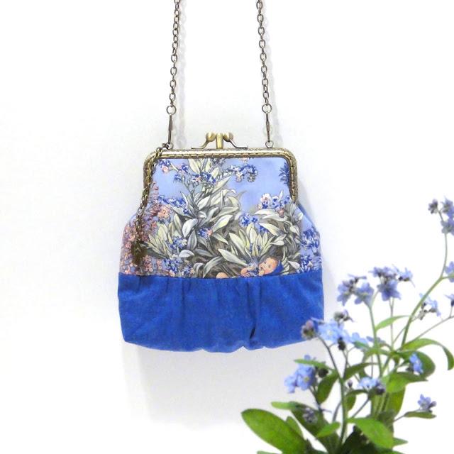 Сумочка на цепочке Цветочные феи на синем фоне Незабудка. Два отделения, ручная работа