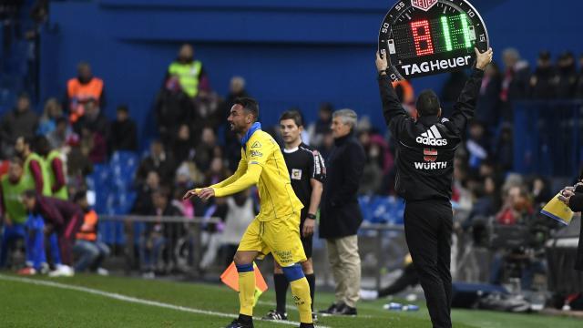 Momo sustituyó a El Zhar en el minuto 86