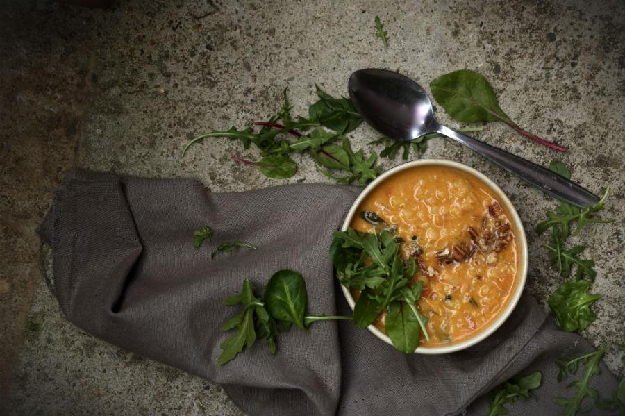 Sopa dhal de lentejas rojas, vegano
