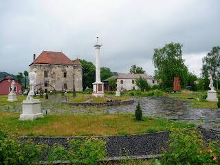 Чинадієво. Сент-Міклош. Пам'ятник Мечу