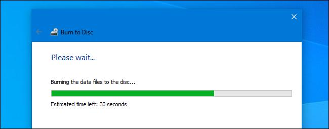 يتم الآن نسخ قرص متقن في معالج النسخ على نظام التشغيل Windows 10.