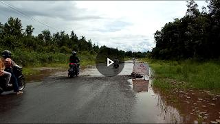 [VIDEO]: Kondisi Ruas Jalan Putussibau-Kalis yang Tergenang dan Berlobang
