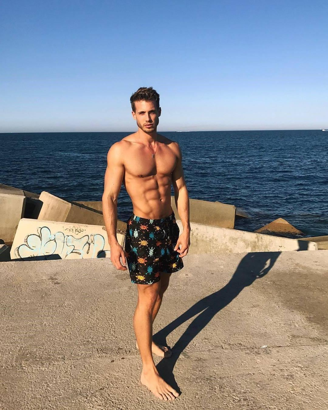 handsome-summertime-guys-shirtless-fit-bodies-beautiful-faces-huge-male-feet