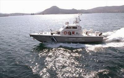 Συνδρομή του λιμενικού σε φουσκωτό σκάφος