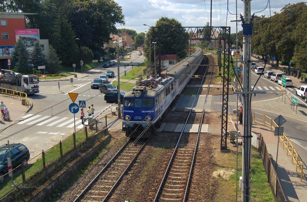 Ostróda, kładka nad torami, pociąg