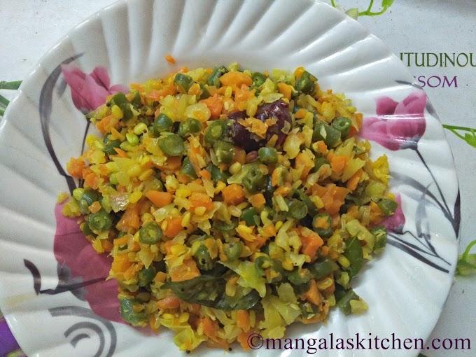 Madurai Tri Colour Poriyal Recipe | Carrot Cabbage Beans Poriyal | Mixed Veg National Poriyal