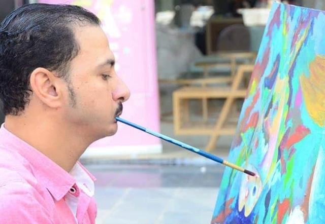 """رضا فضل"""" يرسم بالفم والقدم"""