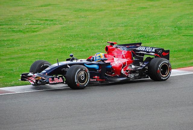 Gambar Mobil Balap F1 Toro Rosso 01