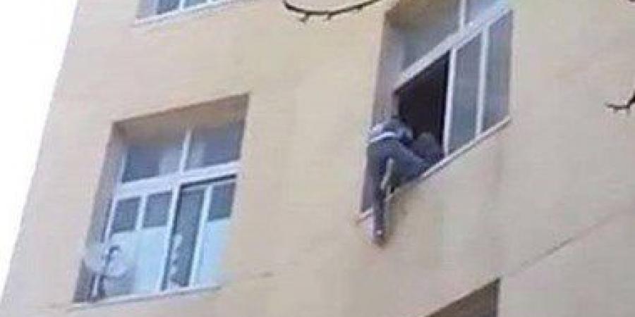فتاة تقوم بإلقاء نفسها من الطابق الثالث هروبا من الإغتصاب