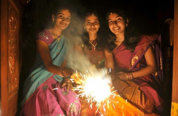 diwali pose with friends