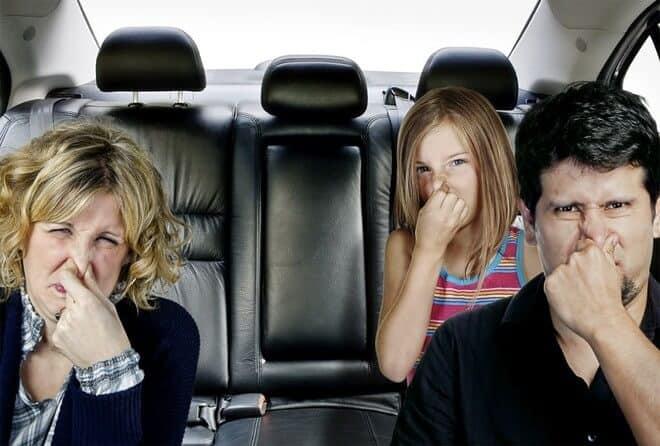 Tuyệt chiêu loại bỏ mùi hôi trong xe ô tô
