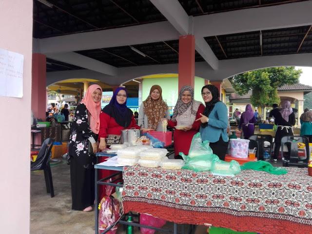 Jualan Amal Hari Usahawan Untuk Dana PIBG Dan Hari Bertuah Abang Ammar